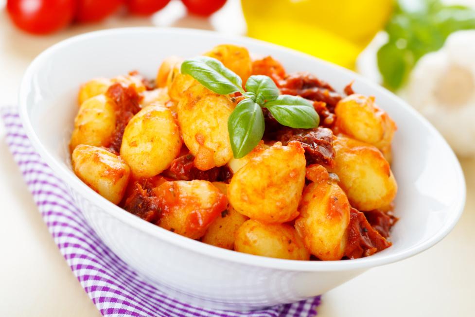 Les quenelles à la sauce tomate et olives